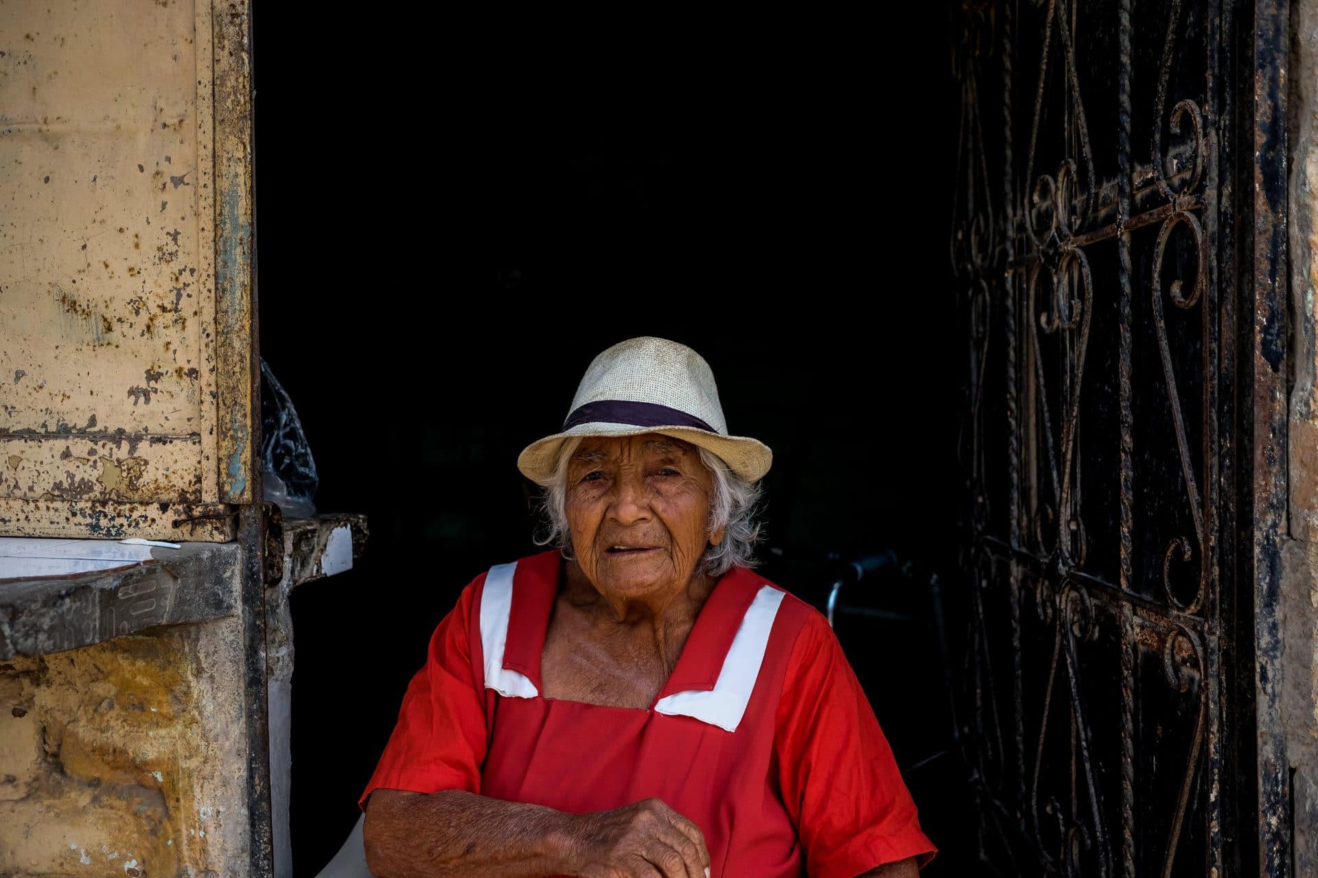 Old Lady in Peru-2