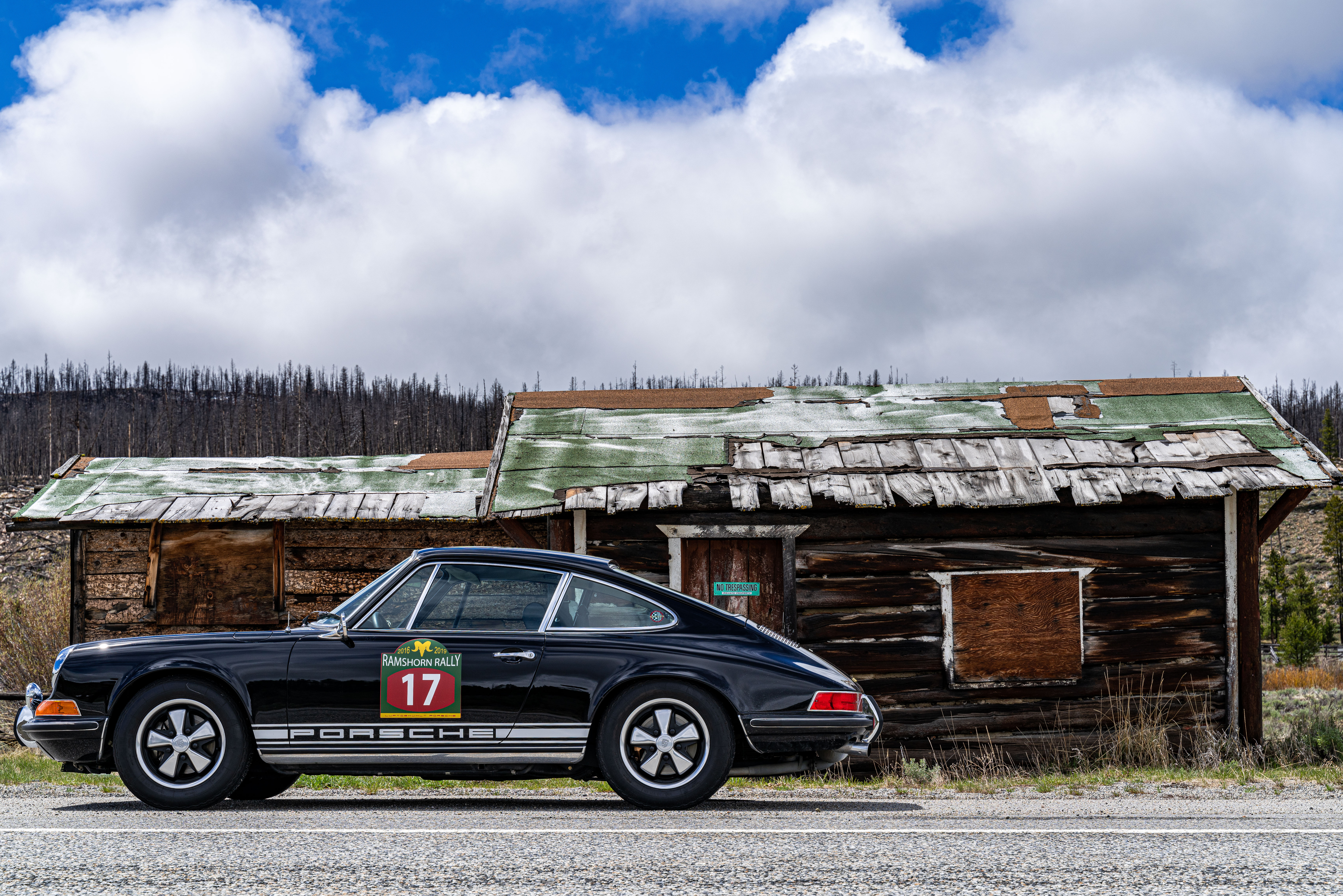 911s next to abandoned house front - better